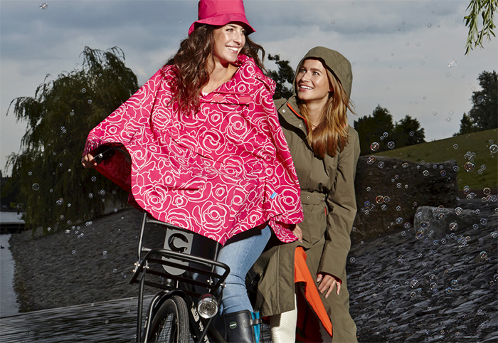 Happy_Rainy_Day_Bicycle_Rain_Cape_1